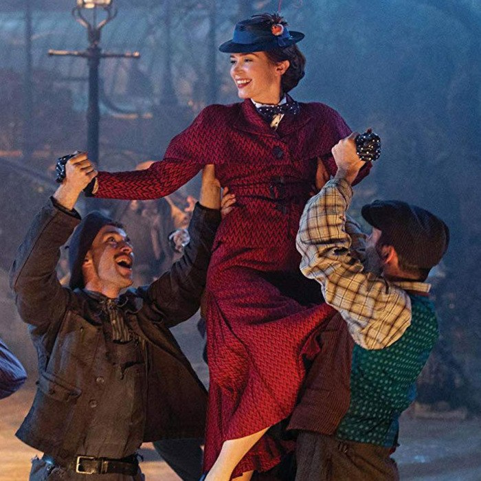 Mary Poppins dancing with lamplighters
